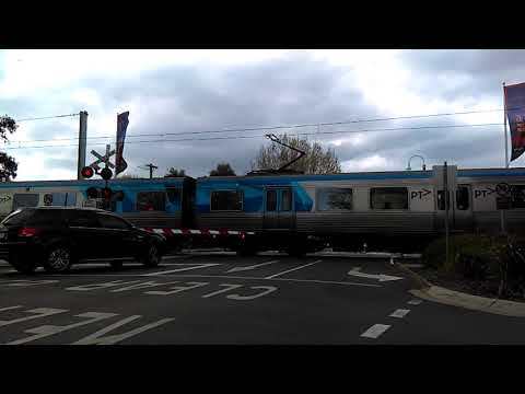 A Sunday afternoon on the Werribee line - Metro Trains Melbourne