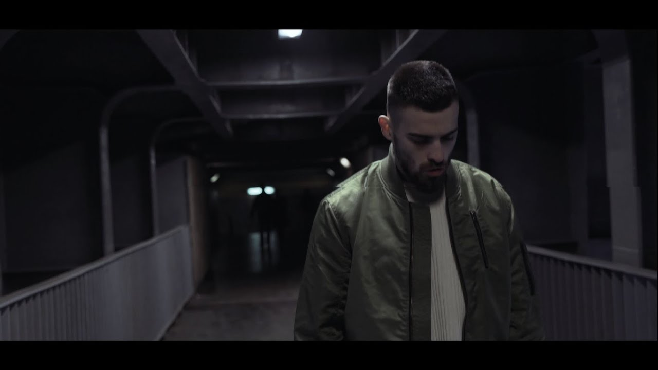 Białas x Quebonafide ft. Sarcast - Muszę lecieć (prod. BobAir) - YouTube