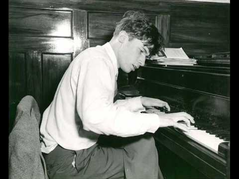 Glenn Gould - Mozart Sonata No. 12 in F major KV 332 - 1. mo