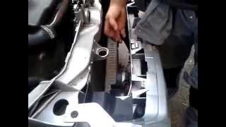 Comment déverrouiller le capot moteur de votre Ford c-max