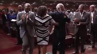 West Angeles COGIC Praise Break Angela Bassett & Courtney B. Vance Praising the Lord HD 2016!