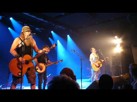 Hayseed Dixie: Fat Bottom Girls/Centerfold/Livin' La Vida Loca 22.02.2018 Odense