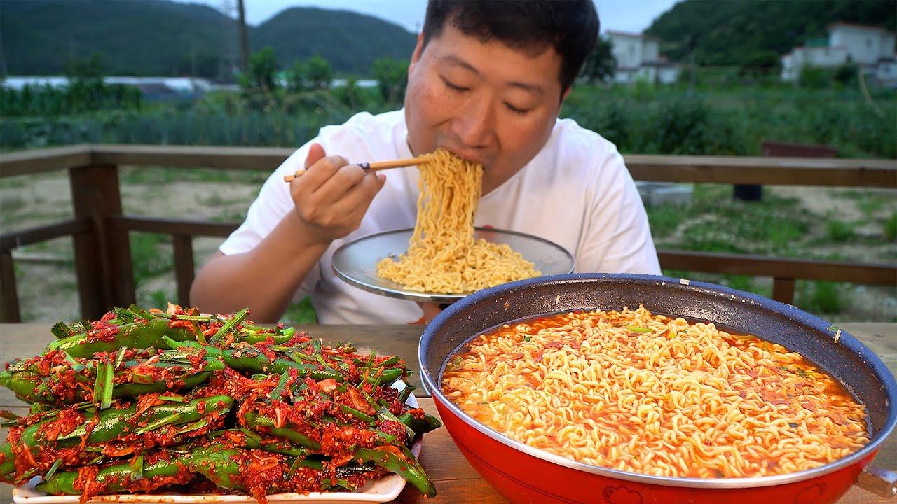 고추에 양념 가득 채운 고추김치와 신라면 5봉! (Chili Kimchi & Instant noodles) 요리&먹방!! - Mukbang eating show