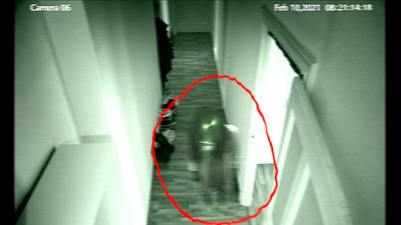 Invisible Ghost Caught On CCTV Camera! Ghost caught on CCTV camera | Ghost in Haunted house