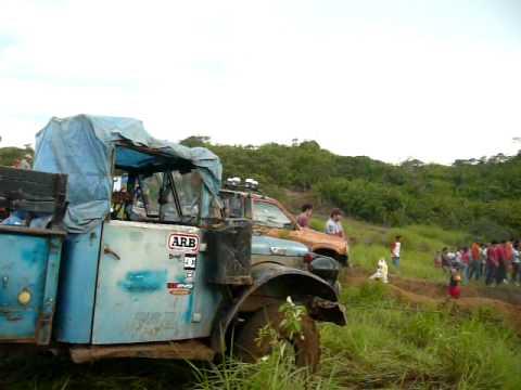 Dodge m37 rescatando Nissan Patrol