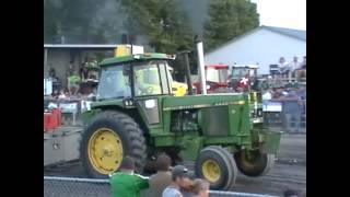 Tractor pull Fail Compilation - Accident de tires de tracteurs (Québec,Canada)