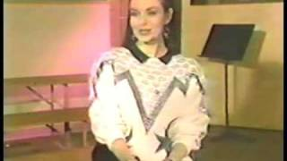 Crystal Gayle - Interview about cutting her hair