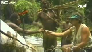 سكان غابة افريقية يشاهدون رجلا أبيض للمرة الأولى