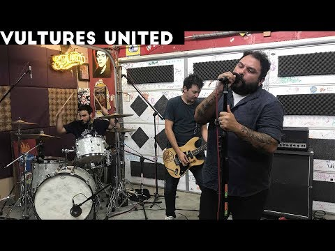 Vultures United perform 'Carcinogens' & 'Indian Giver' on Ki