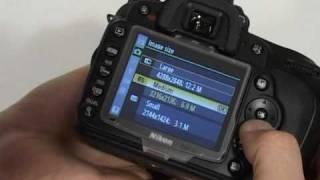 Обзор фотоаппарата Nikon D90(Видеообзор фотоаппарата Nokin D90 от http://rozetka.com.ua/ Смотреть обзоры других фотоаппаратов: http://www.youtube.com/playlist?list=PL70E..., 2009-04-25T22:03:19.000Z)