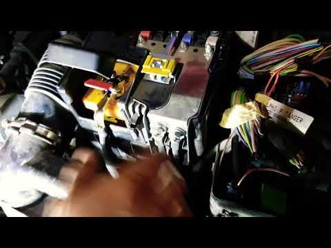 Как снять(поменять) аккумулятор на пежо 308