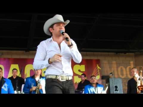 El Dasa cantando Casi perfecto desde Las Vegas
