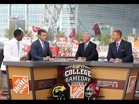 Rece Davis will replace Chris Fowler on 'College Gameday'