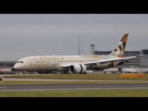 Beautiful Etihad Airways EY21 A6-BLK Dreamliner Boeing 787-9 arriving at MAN from AUH 21/11/17
