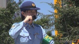 萌えDJポリスサッカーW杯サポーターを誘導The policewoman who derives a soccer Japan's national team supporter.