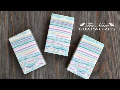 line-pour-technique,-cold-process-soap-making,-(technique-video-#7)