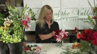 Wedding Flowers  : How to Make Round Wedding Bouquets(Making a round wedding bouquet can be done using a bouquet holder with foam, inserting the stems into the foam in a round pattern and filling in the empty ..., 2009-01-25T19:43:37.000Z)
