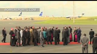 Pope Francis arrives in Kenya early