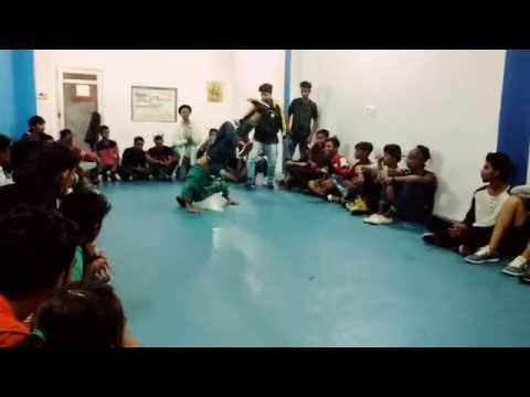 Breaking cypher Battle  power moves and popping at dance art NEW DELHI