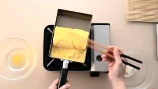 Faire une omelette japonaise avec la poêle pour Tamagoyaki