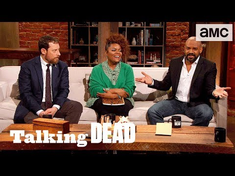 'What Would Daryl Think if Carol and the King Got Together?' Ep. 808 Fan Questions | Talking Dead