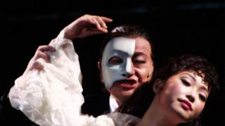 『オペラ座の怪人』のウェブ限定動画「ファントムの愛」篇です。 『オペ...