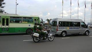 Lạ: CSGT dẫn đoàn VIP Lào nhưng lại được xe CSTT khóa đuôi - 2 police groups coop to escorting VIP