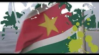 Suriname, visite touristique fluvial. Couleurs outremers.