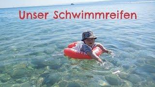 Test: Freds Swim Academy Swimtrainer Classic | Babyartikel.de(In diesem Video stelle ich Euch Kais Schwimmreifen vor. Wir mögen ihn wirklich sehr gerne. Welche Schwimmhilfe verwendet Ihr für Eure Kinder? Mehr Infos ..., 2015-06-30T12:06:36.000Z)