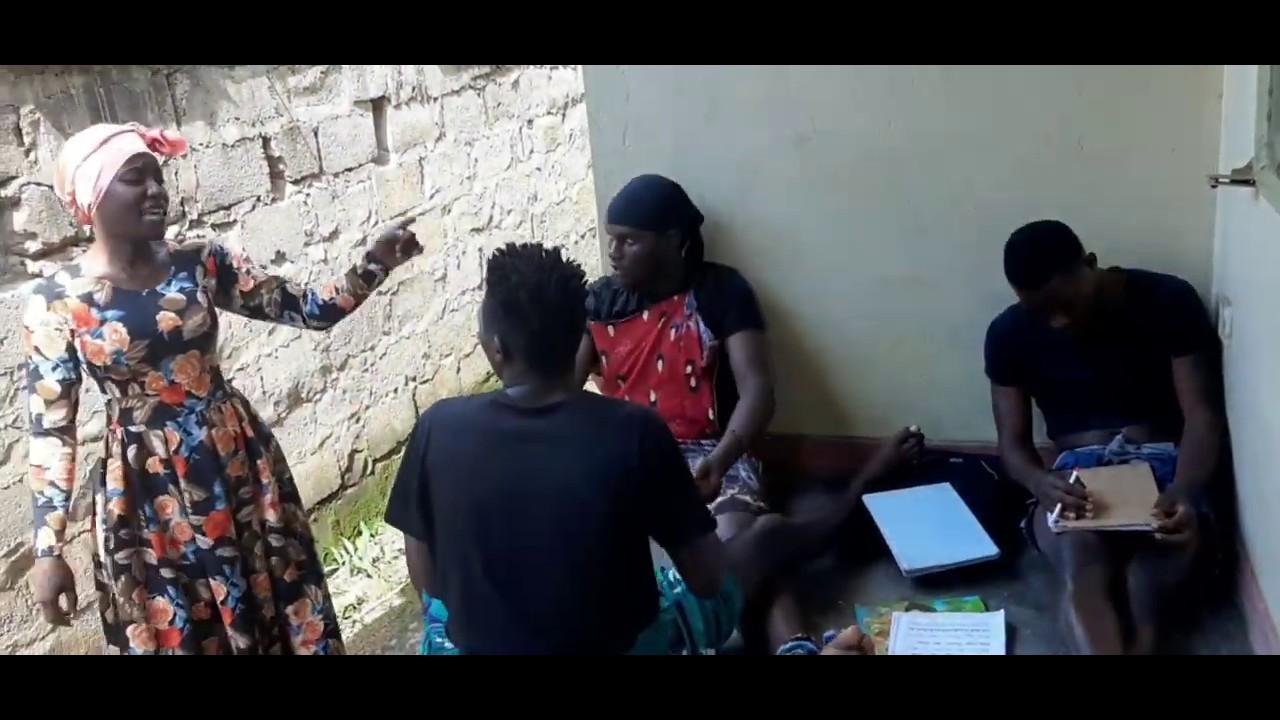Download 🤣🤣🤣ANI YABAGAMBA NTI NZE NASOMA🤣Taata Lubyaayi aswadde  mu baana answer bwezimulemye okuddamu😂