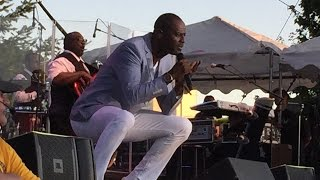 BRIAN MCKNIGHT melts heart of lucky fan on stage (2015)