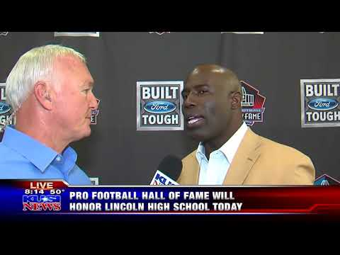 Terrell Davis returns to The Hive in a Hall of Fame jacket!