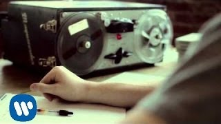 Смотреть клип Ashley Monroe - Two Weeks Late