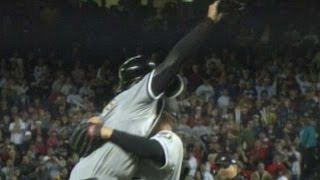 2005 WS Gm4: Chicago White Sox are World Champions