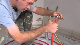 Монтаж теплого пола: соединение трубы, подключение трубы к коллектору(, 2013-09-10T12:13:02.000Z)