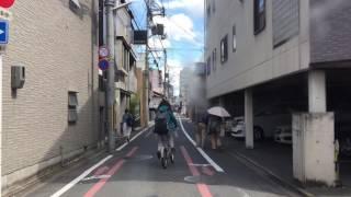 京都の自転車逆走暴走する馬鹿女しまいに対抗から来た自転車と正面衝突する馬鹿女