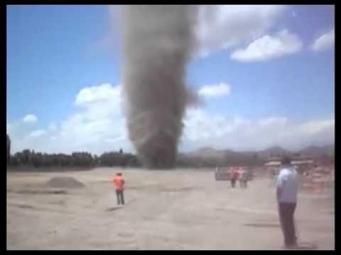 Tornado ( Dust Devil ) en Santiago enero 2011 - YouTubeDust Devil Tornadoes