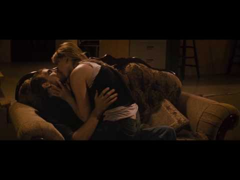 Jennifer Lawrence kissing in House At The End Of The Street