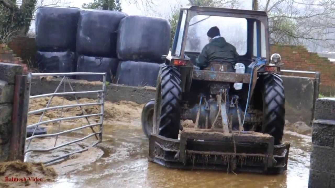 muck scraping with ford 4600 tractor plus new holland td 5. Black Bedroom Furniture Sets. Home Design Ideas