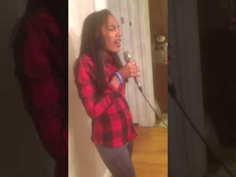 Alanna en karaoke New Jersey