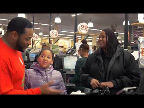 Jerome Bettis Surprises Giant Eagle Shoppers!