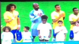 شاهد .. شبيها ديفيد لويز وتياجو سيلفا يظهران مع منتخب البرازيل
