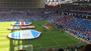 Argentinian fans chanting thęir national anthem before the game