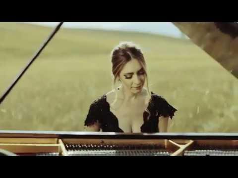 Super Female Pianist - Dubai Music Booking Service - Dubai Talent Agency