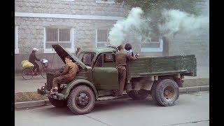 Автомобили на дровах и соломой в покрышках Будни КНДР