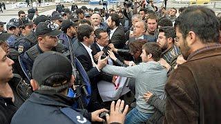 محتجون ضد إضفاء بعد ديني على الدستور التركي    27-4-2016