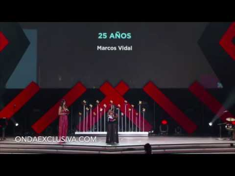 Marcos Vidal ganando «mejor álbum cristiano» en la 17 entrega de los Latin GRAMMY's