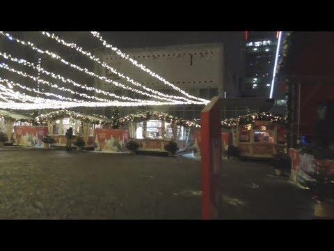В Москве на районе метро молодежная ТЦ ТРАМПЛИН Торговый центр КУНЦЕВО ПЛАЗА в АШАНЕ зимой вечером