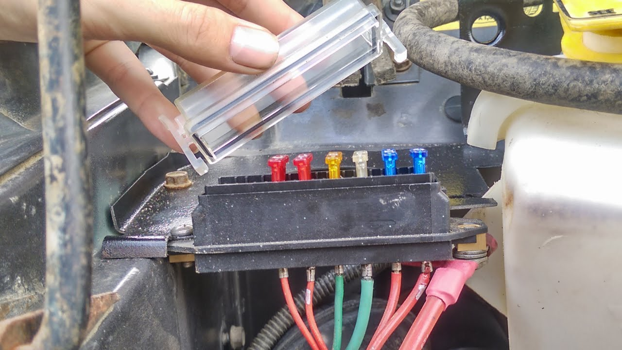 89 cherokee aux fuse block and wire management youtube rh youtube com wiring fuse block wiring 12v fuse block