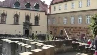Český ráj-zámek Hrubá Skála-vlaky,oblaka. Hruba Skala Chateau-Trains,Clouds-Timelapse.wmv